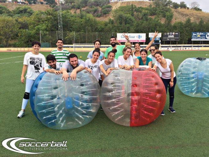 Despedida de solteros conjunta de Esther y Carlos en Soccerball Mira todas las fotos en nuestro Facebook: 👉📸 Foto