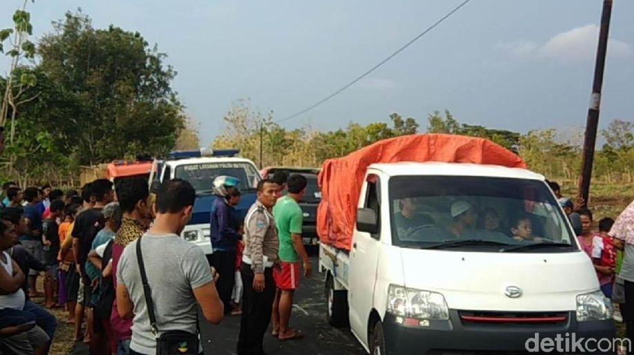 Truk Angkut Pakan Ternak Terguling di Gunungkidul, 4 Meninggal https://t.co/itlAu2boR5 https://t.co/IgR62XEwBq