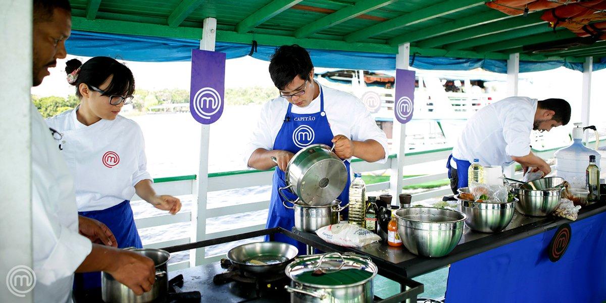 Para responder o #QuizzMasterChefBR: os participantes precisaram cozinhar num barco em movimento sobre o Rio Negro... NA 2ª TEMPORADA! 🍴 #MasterChefProfissionais #MasterChefBR