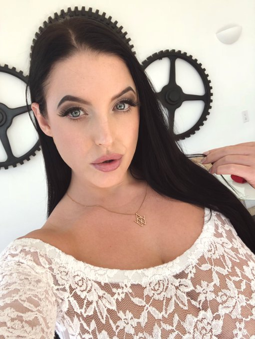 On set for @DDFNetwork today 😇 https://t.co/PpbsFPnb4x