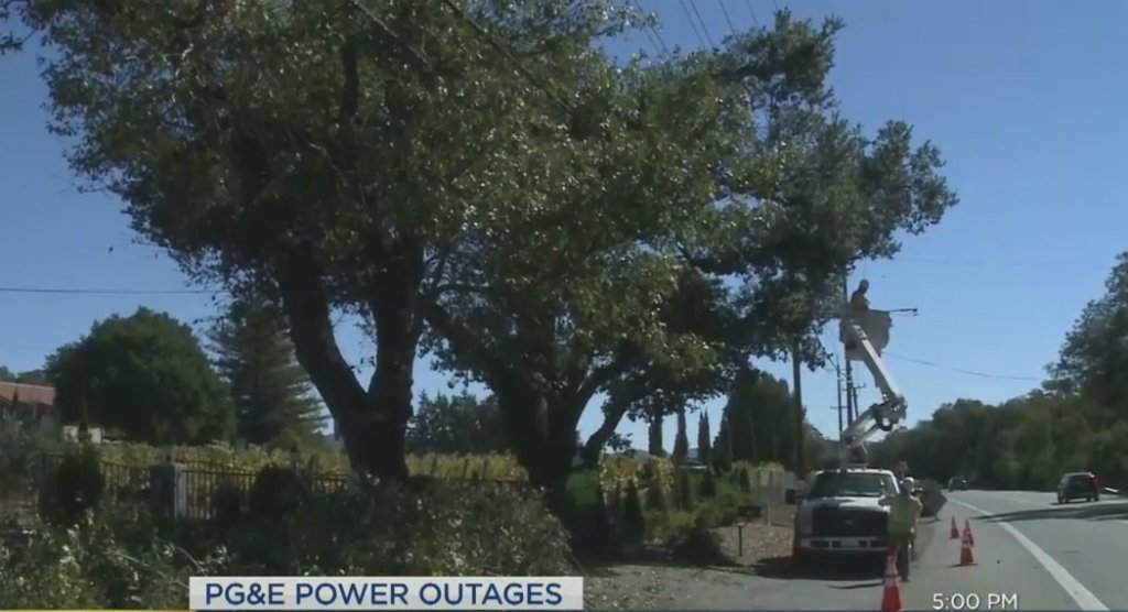 UPDATE @PGE4Me hopes to restore #power to 70% of customers by midnight https://t.co/apWMwFtzLG