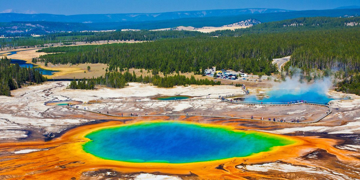A #supervolcano below #Yellowstone #NationalPark, there's a huge #magma reservoir. It erupts roughly every 600000 years, and it's due. An eruption could lead to the end of #humancivilization. #NASA is trying to figure out how to contain it. https://read.bi/2QybMQTpic.twitter.com/TisFhtVvt6