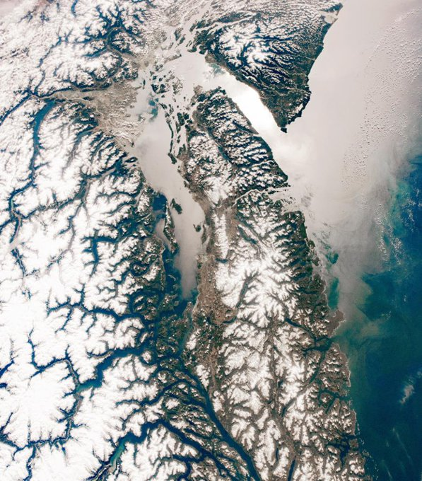 Snow-covered springtime emerging over Vancouver, captured from the @Space_Station. This area of the Pacific Northwest is rich in natural beauty and resources. Dive in: Photo