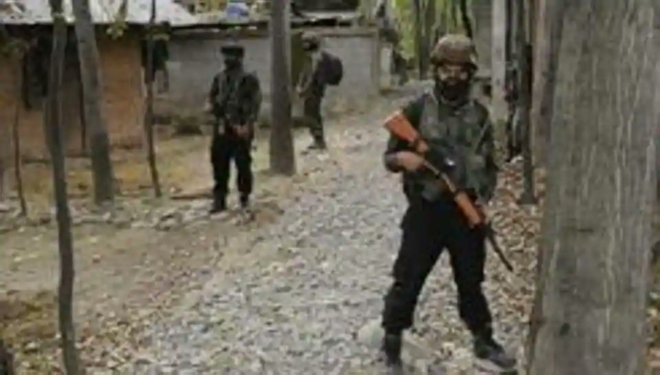 2 CRPFsoldiers injured after camp attacked in J-K's Pulwama, search on for militants https://t.co/DJDmUZmXou