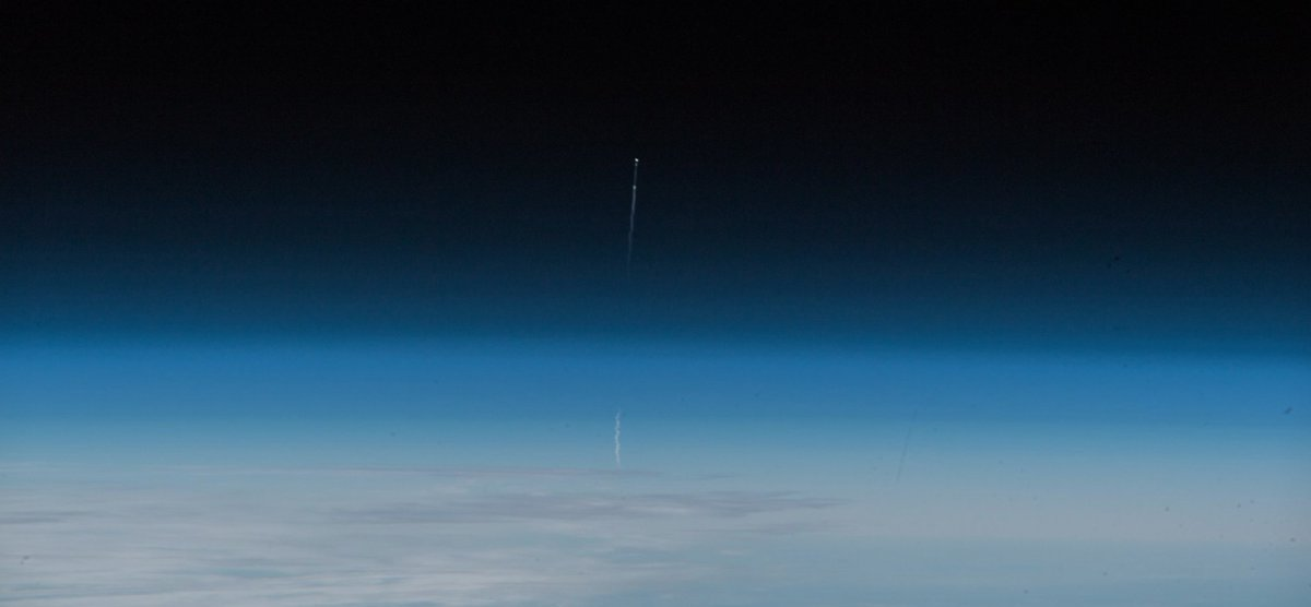Space Station Cmdr. @Astro_Alex captured stunning images of last week&#39;s Soyuz launch failure. <br>http://pic.twitter.com/oSafrsuhyk