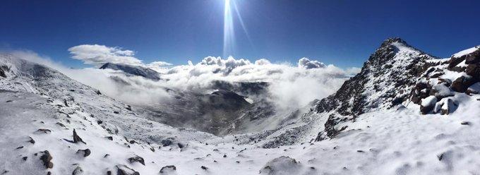 ¿Sabes qué queremos decir con #tuitSulayr? Imágenes informativas que valen más que mil palabras. En las cumbres del parque nacional de #SierraNevada  empieza la metamorfosis.