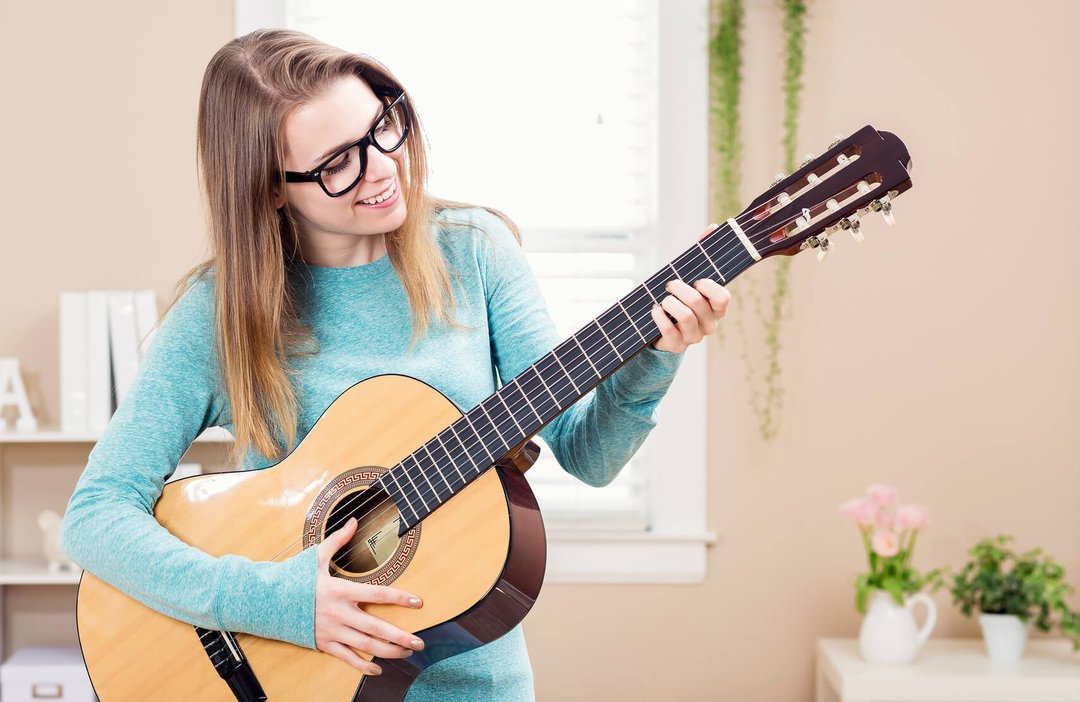 Картинки играющих на гитаре