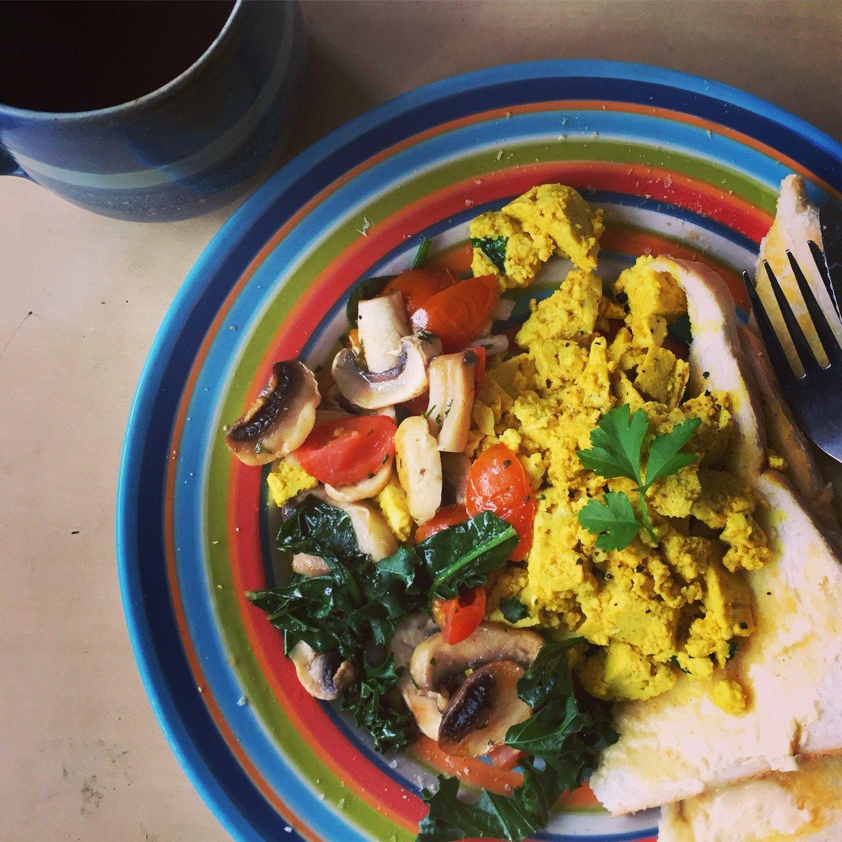 Tasty breakfast ❤️  (Scrambled tofu)   #veganfood https://t.co/pnDpWaa49A