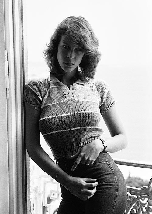 I just found this photo of Jamie Lee Curtis and hit puberty again. <br>http://pic.twitter.com/k4Ml88TYaq