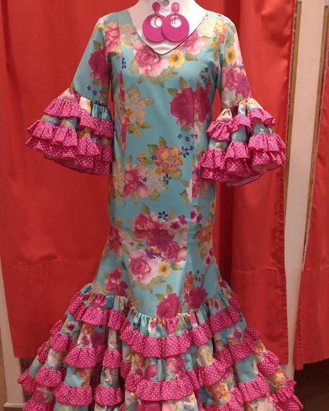 ce699ad1d3 Esta mañana nos ha llegado este súper  vestidodeflamenca de talle bajo  estampado para una niña de 6 años. Está de  superoferta