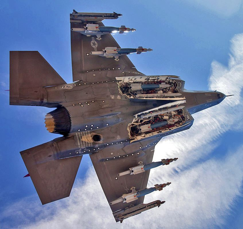 The #F35 weapon bay posed a design challenge for the aircraft but also for its weapons: stores have to be re-qualified for the specific bay environment - sometimes reducing their air-carriage life. Operational testers also reported concerns with high bay temperatures. <br>http://pic.twitter.com/22IrR68C0Z