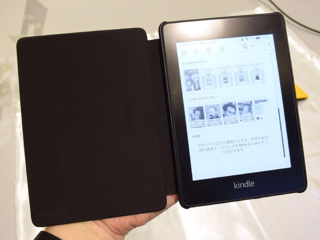 Amazonは電子書籍端末のスタンダード機「Kindle Paperwhite」を3年ぶりに刷新。1万円台の価格はそのままに、上位と同じく防水対応になるなど強化されている。 https://t.co/zDlguEIywY