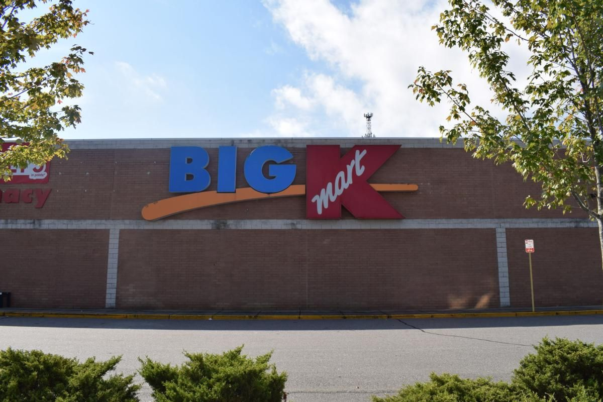"At least 146 Kmart and Sears stores will be shuttered. ""In retail, losing your vision for the future now means losing your place in the present,"" said @WakeForestBiz retail expert Roger Beahm. https://t.co/VYZD5rmTI1"