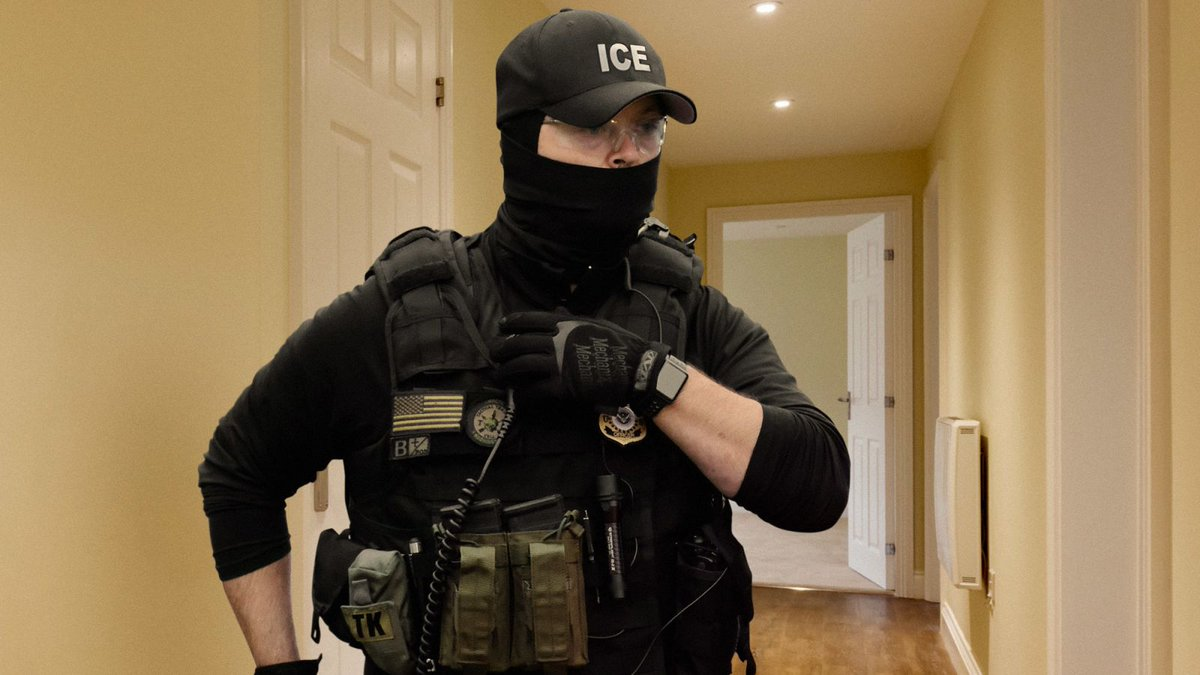 ICE Agent Terrified After Becoming Separated From Team During Immigrant Raid trib.al/UR3hhQj