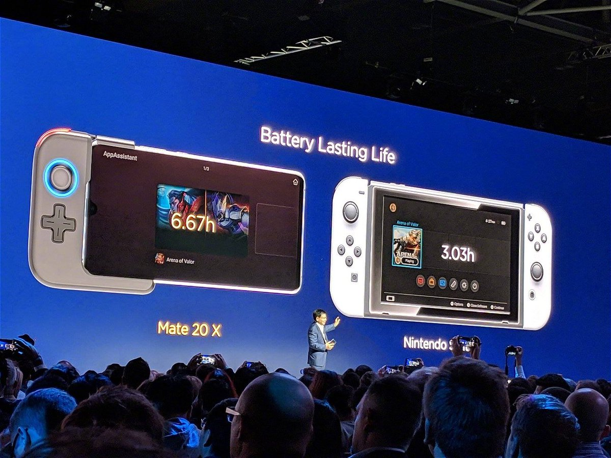 Why are they comparing a 1000$ Phone to a 299$ console?  they could compare it to the ASUS ROG phone or Razer phone 2, but the Nintendo Switch!?  WHY? <br>http://pic.twitter.com/zHCFxiNS42