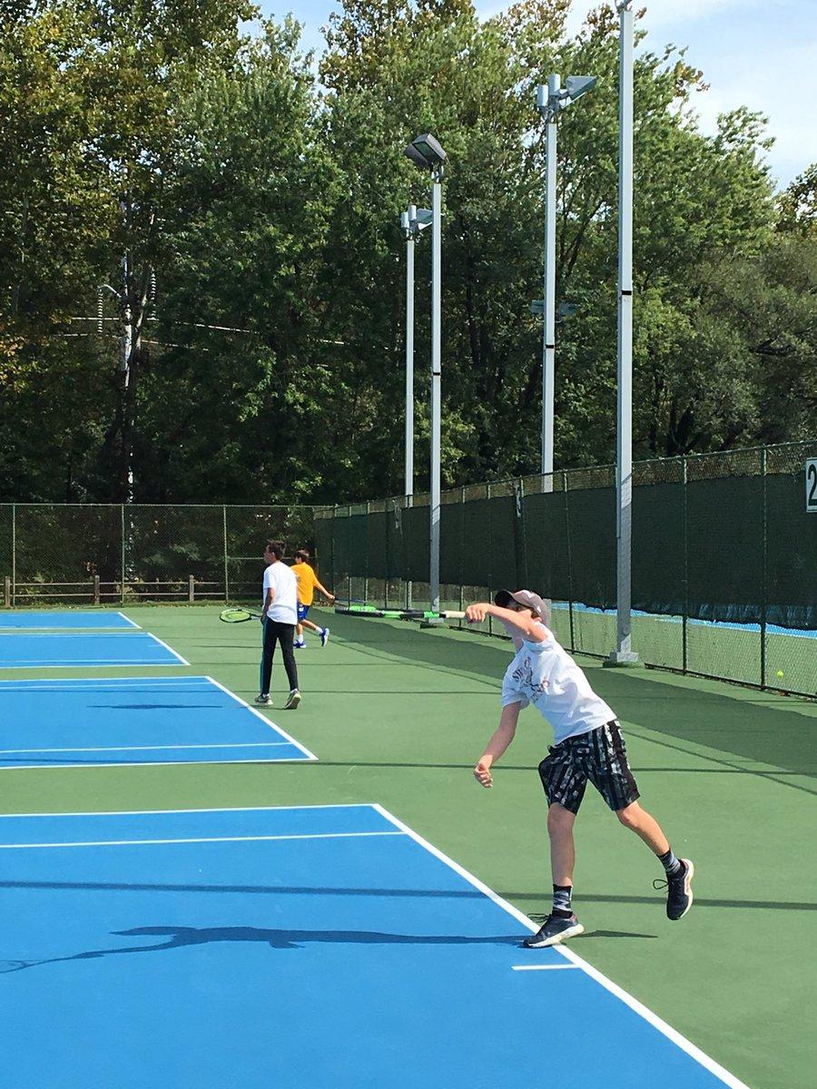 RT <a target='_blank' href='http://twitter.com/APSHPEAthletics'>@APSHPEAthletics</a>: Swanson's Kyle Langley serving in Arlington MS Tennis championship...<a target='_blank' href='http://twitter.com/SwansonSport'>@SwansonSport</a> <a target='_blank' href='https://t.co/L0x2IrP8v6'>https://t.co/L0x2IrP8v6</a>
