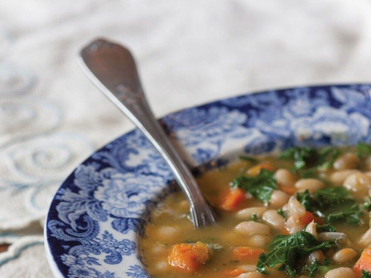 The best kale soup recipe is here (via @SELFmagazine): https://t.co/hsOC71Fiqr  #soup #healthyfood #dinner https://t.co/wh5BCkvKew