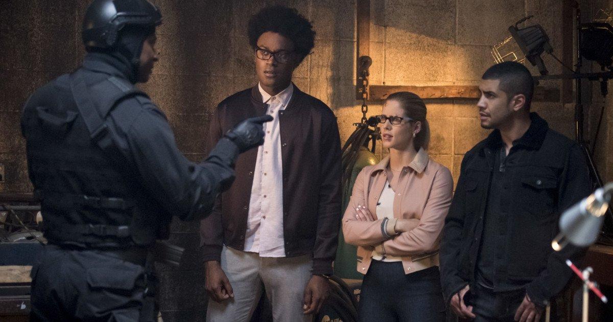 Most of Team Arrow reunites in new @CW_Arrow season 7 photos: https://t.co/q7Gx0eVzst #Arrow