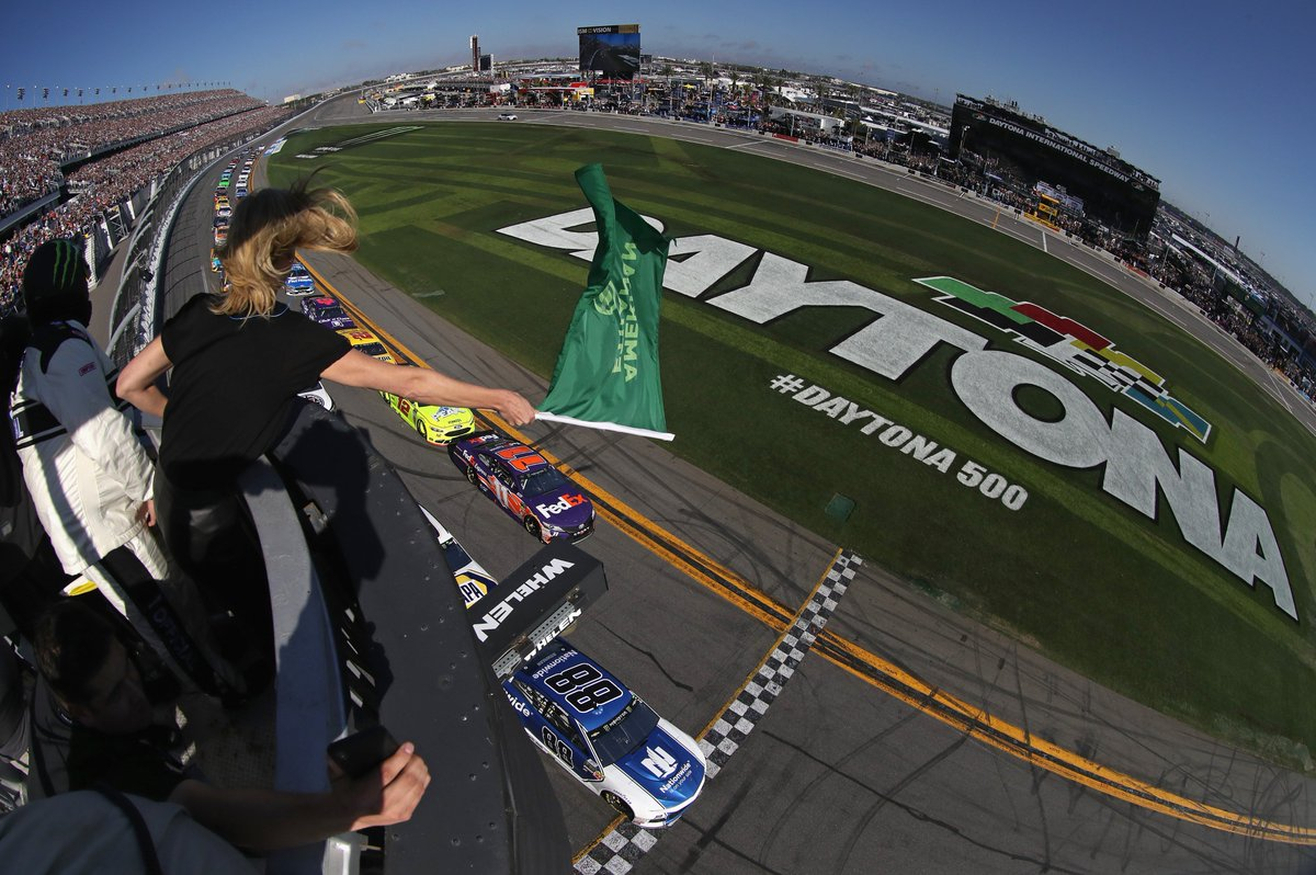 The #DAYTONA500 green flag moment is one you don't want to miss!  Lock in your seats now to experience it! https://t.co/2yGedUZZks