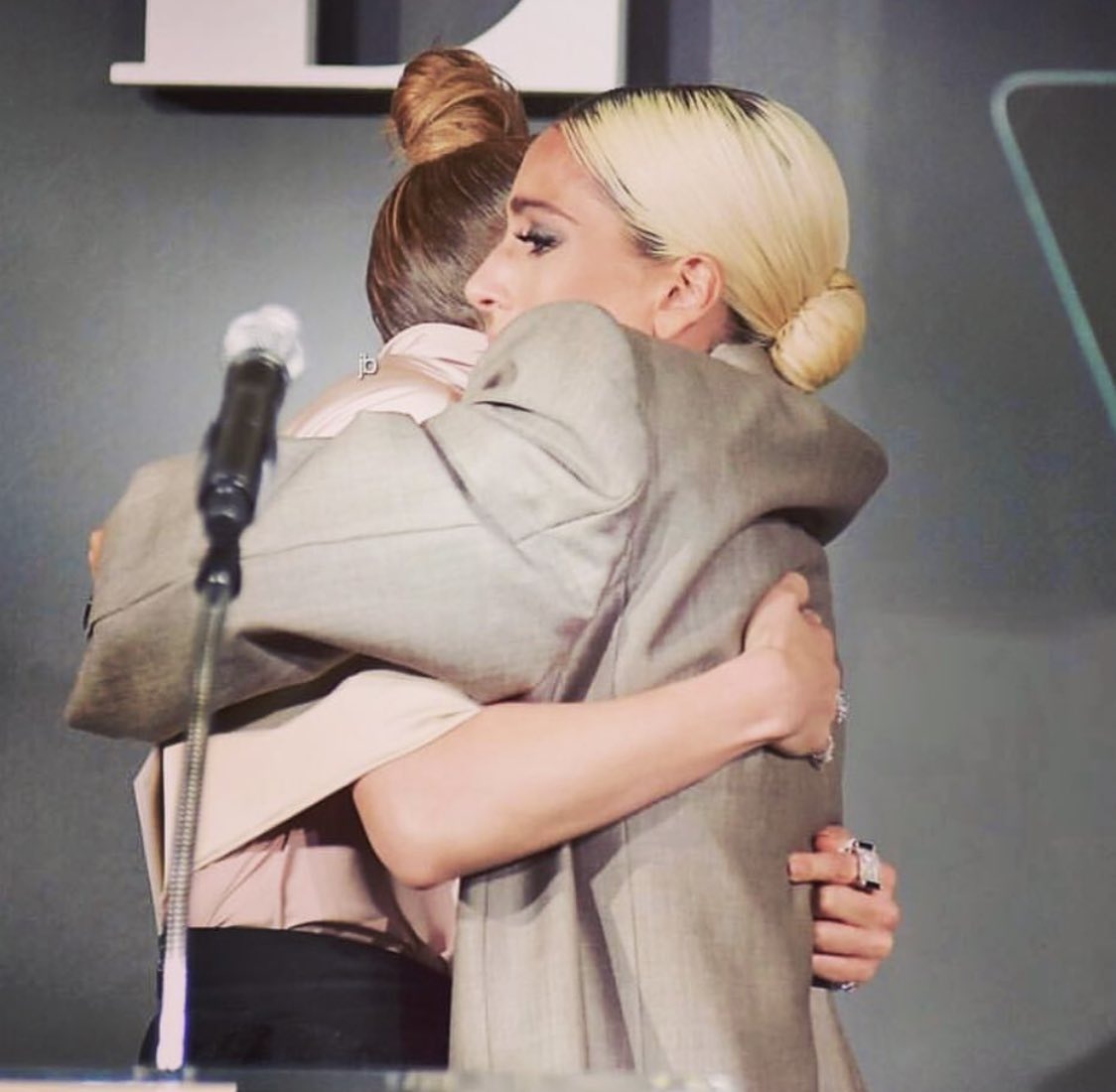 Women supporting women!! Love this moment of me giving beautiful @ladygaga her award as she is honored at #ELLEWIH!! Such an inspiring night! So proud to be a part of this community of powerful artists and trailblazers!!! #strongertogether #astarisborn #secondact #limitless https://t.co/XhjJktWsak