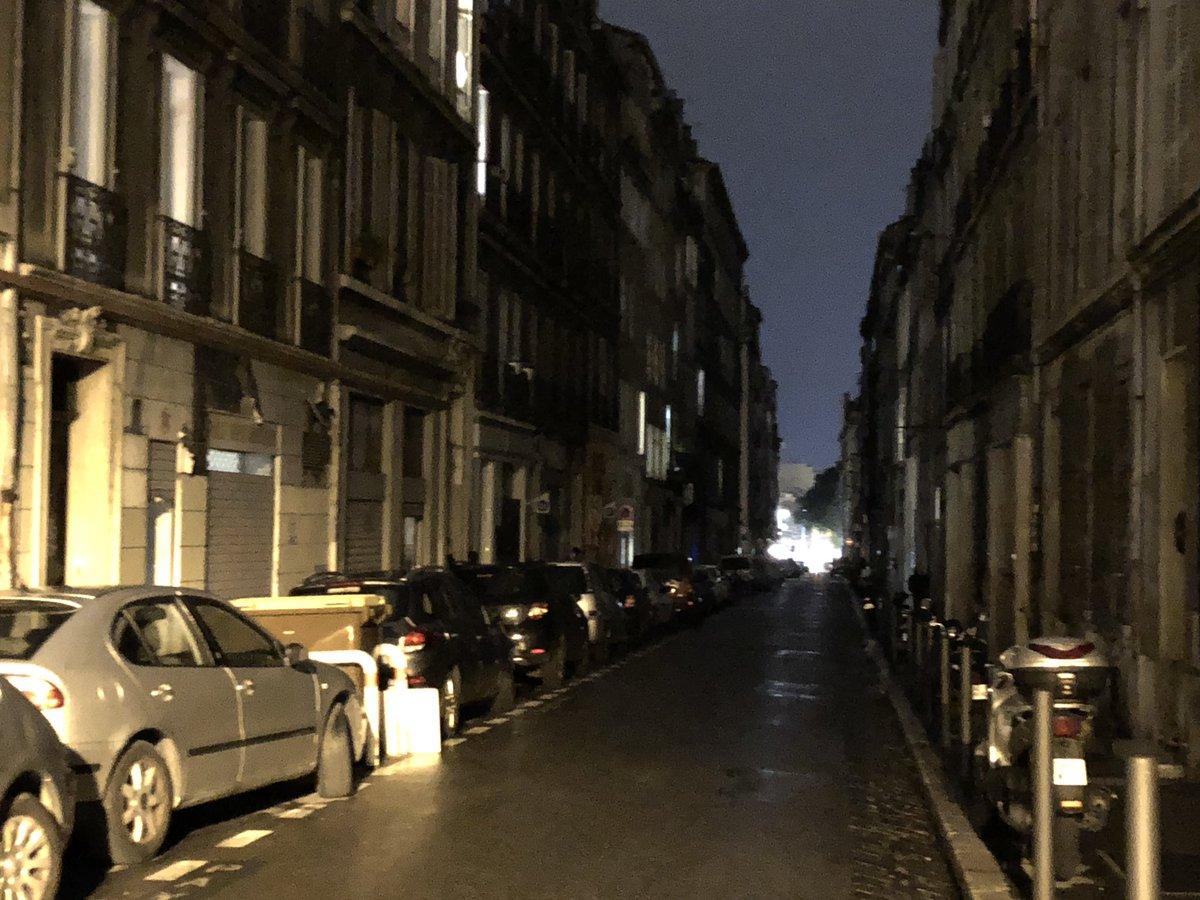 Le centre-ville de #Marseille en 2018. Sinon, y'a encore quelqu'un qui est responsable de quoi que ce soit dans cette ville, ou, juste, on s'en bat les couilles et allez l'OM ?  - FestivalFocus