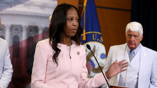 Poll: Republican Mia Love tied with Dem challenger in Utah House race https://t.co/EViaqigSQk https://t.co/gfpWnYUodU