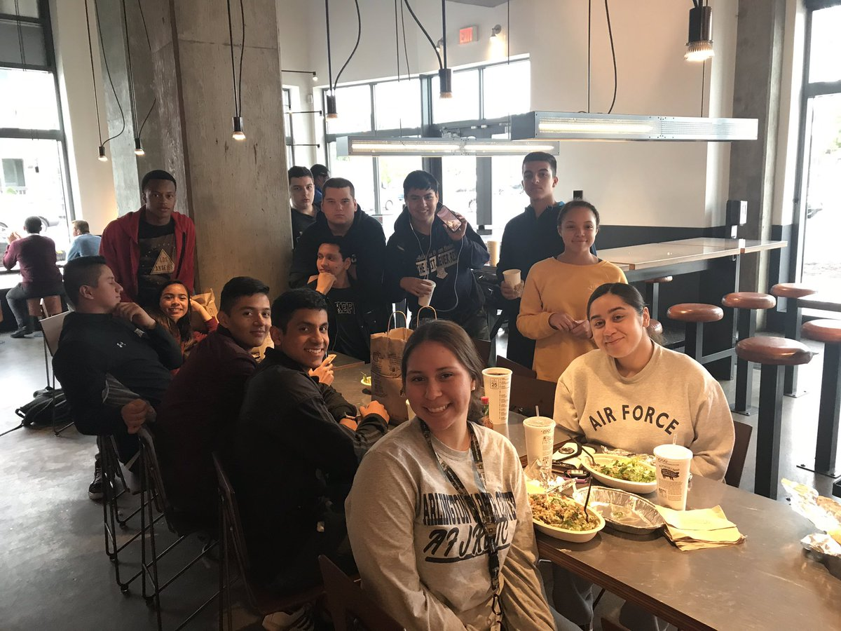 Cadets supporting our own Chipotle Fundraiser at the corner of Columbia Pike &amp; Glebe <a target='_blank' href='http://twitter.com/APSCareerCenter'>@APSCareerCenter</a>  <a target='_blank' href='http://search.twitter.com/search?q=APSisAwesome'><a target='_blank' href='https://twitter.com/hashtag/APSisAwesome?src=hash'>#APSisAwesome</a></a> <a target='_blank' href='https://t.co/WLMr5ixDSS'>https://t.co/WLMr5ixDSS</a>