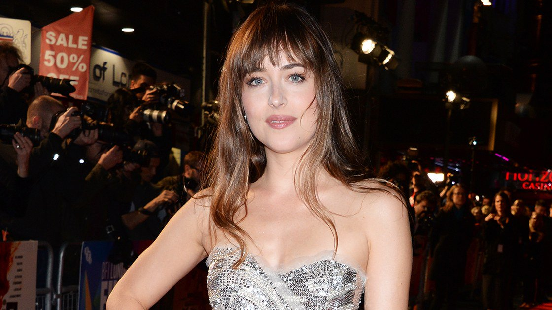 Dakota Johnson has her most magical red carpet moment of the year. https://t.co/yVpff8zfSq