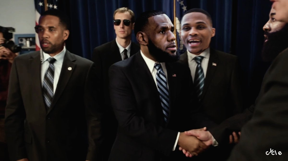 Before we begin... LeBron would like to reintroduce himself to the league 😂