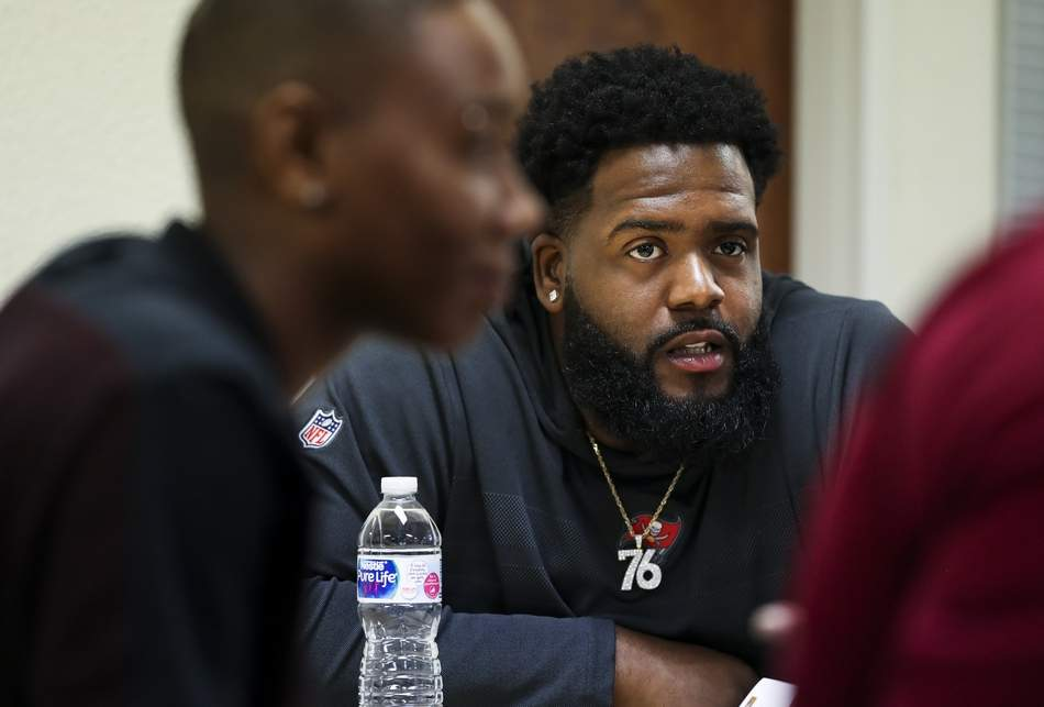 As part of the #Bucs&#39; Social Justice Initiative, several players (including tackle @DSmith_76 below) spent Tuesday at Abe Brown Ministries with those making the transition back into the workforce after being incarcerated  @TB_Times story:  http:// bit.ly/2NKOaqy  &nbsp;    #NFL #Buccaneers<br>http://pic.twitter.com/fthXnemhmB