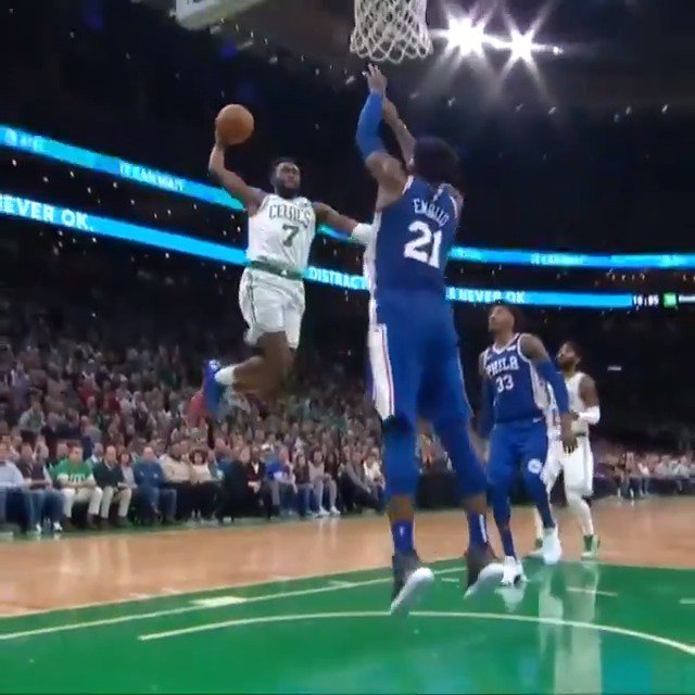 Jaylen Brown rises up and gets it to fall! #CUsRise   #KiaTipOff18 on @NBAonTNT https://t.co/jWOGt0Ql2n