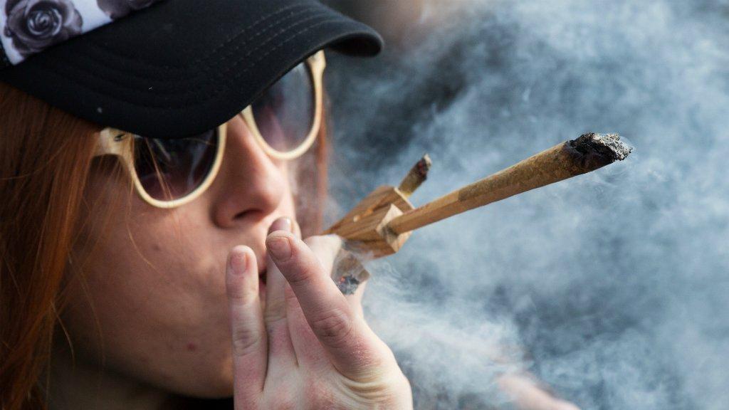 Legal sale of marijuana begins in Canada https://t.co/F5lmLvtf5Y