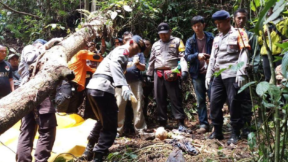 Setahun Hilang, Jasad Nenek Titing Ditemukan di Hutan Lembang https://t.co/NOpJZVzxg9 https://t.co/lBP5jaIOhM