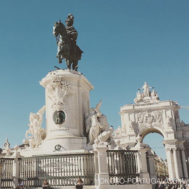 test ツイッターメディア - リスボンのコメルシオ広場のジョゼ1世像。170m×170mの大きな広場はさまざなまイベントが行われます。 #リスボン #ポルトガル https://t.co/1j4ShGmhPT