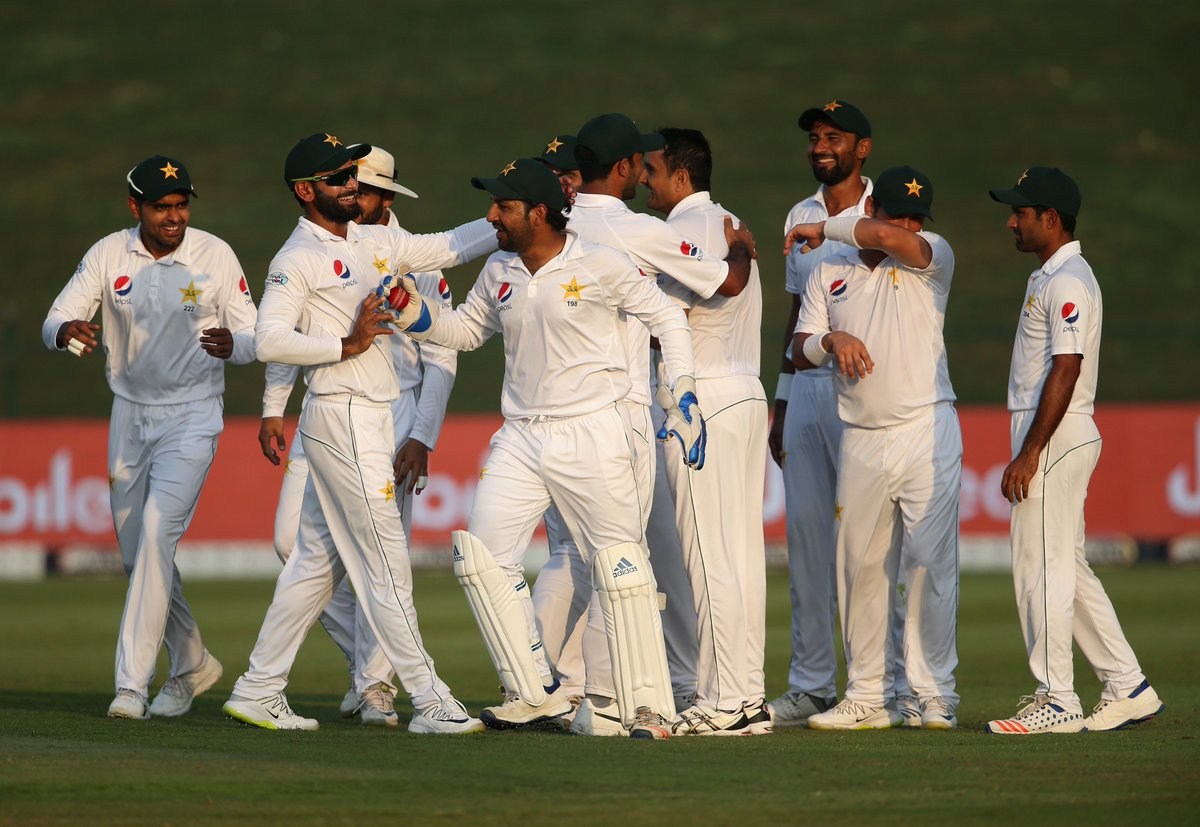 After Pakistan were restricted to 282 in the first innings, they hit back through Mohammad Abbas to reduce Australia to 20/2 on Day 1 of the Abu Dhabi Test.  Big first session coming up on Day 2 soon – who'll gain the upper hand?  #PAKvAUS LIVE ⬇️ https://t.co/IWYRSTllSs
