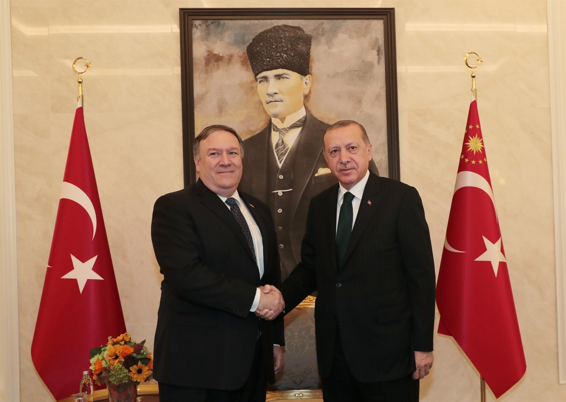 Pompeo Ankara'da https://t.co/R4vOZ8s2aY https://t.co/VKkI75Ut8t