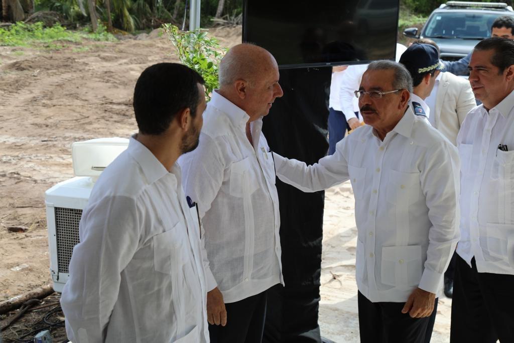 .@DaniloMedina asistió al acto del primer palazo de construcción de un hotel de la cadena Hoteles Best, ubicado en Cabeza de Toro, Punta Cana