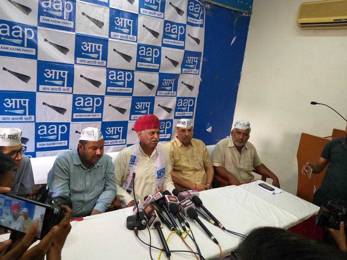 .@AAP_RJ प्रभारी  की मौ@BajpaiDeepakजूदगी में किसान नेता राम पाल जाट हुए आम आदमी पार्टी में शामिल !  #AAPinRajasthan