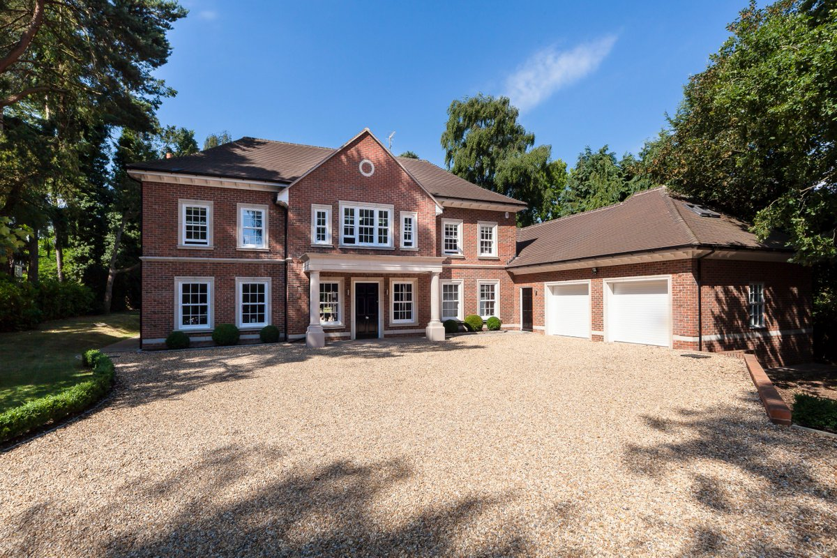 Stunning modern house https www rightmove co uk property for sale property 55256772 html for sale through hamptonsfarnhampic twitter com bd3g5f4gnv