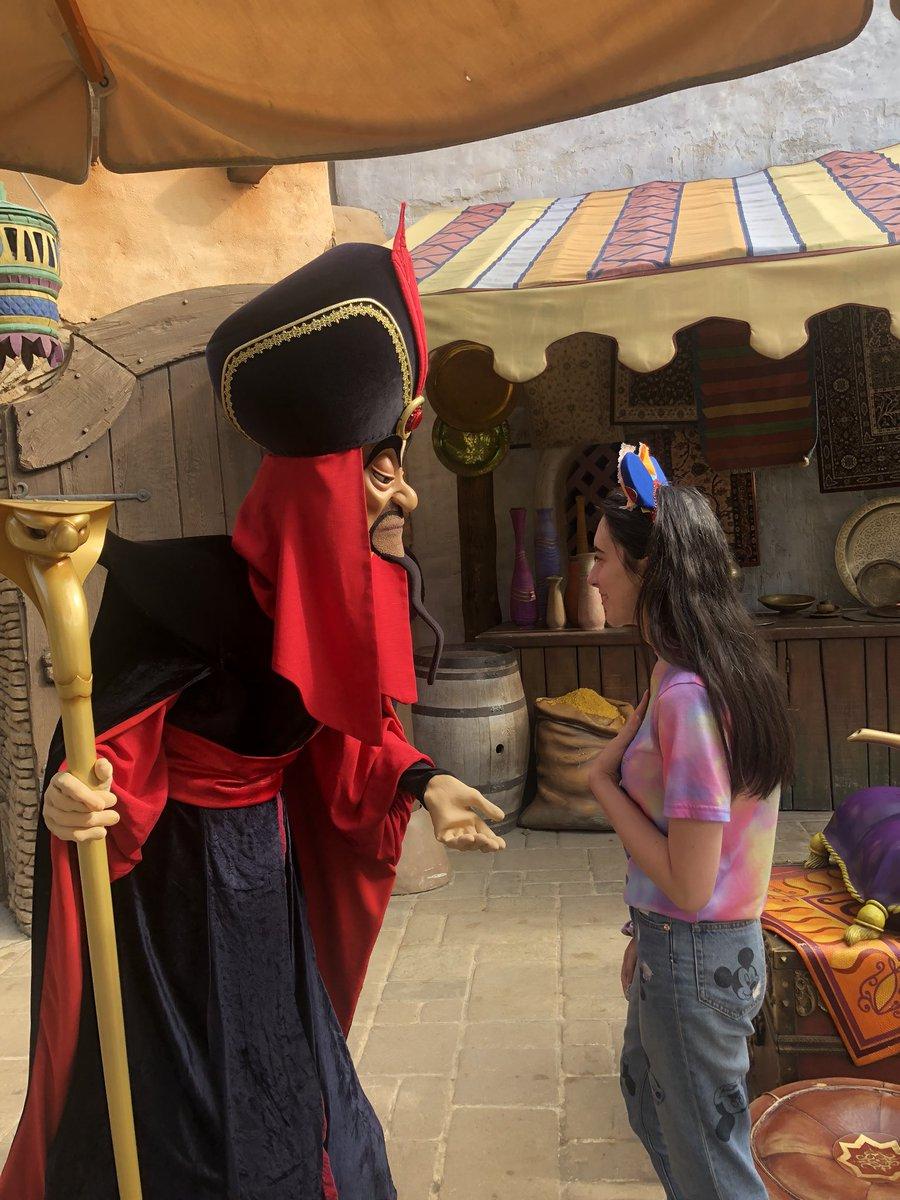 Jafar didn't appreciate my Aladdin tshirt <br>http://pic.twitter.com/5sPeCX3MsG