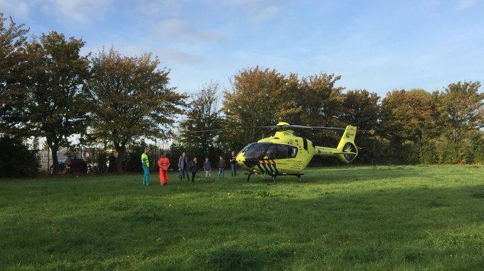 Ongeluk met fietser aan de Westlandseweg Maassluis waarbij het MMT is ingezet. Slachtoffer in de ambulance https://t.co/3kRdth4NUl