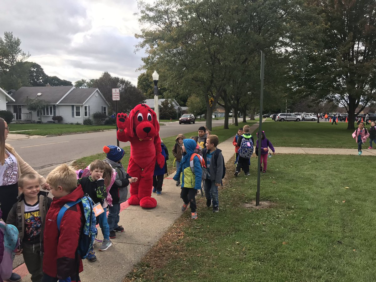 Clifford is visiting the Bookfair and P/T conferences so he decided to usher our kids out for dismissal!!❤️