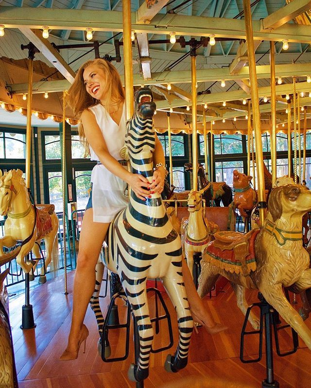 Blog outtake - because wearing stilettos on a carousel is 100% normal   Quem não usa scarpin stiletto no carrossel?  . . . . . . . . #totallynormal #conjuntosfemininos #blogueirademoda #sanfranciscostyle #bayareablogger #madeirense #sejaluz #youdoy… https://ift.tt/2AfUiUhpic.twitter.com/f6Ors7VQeS