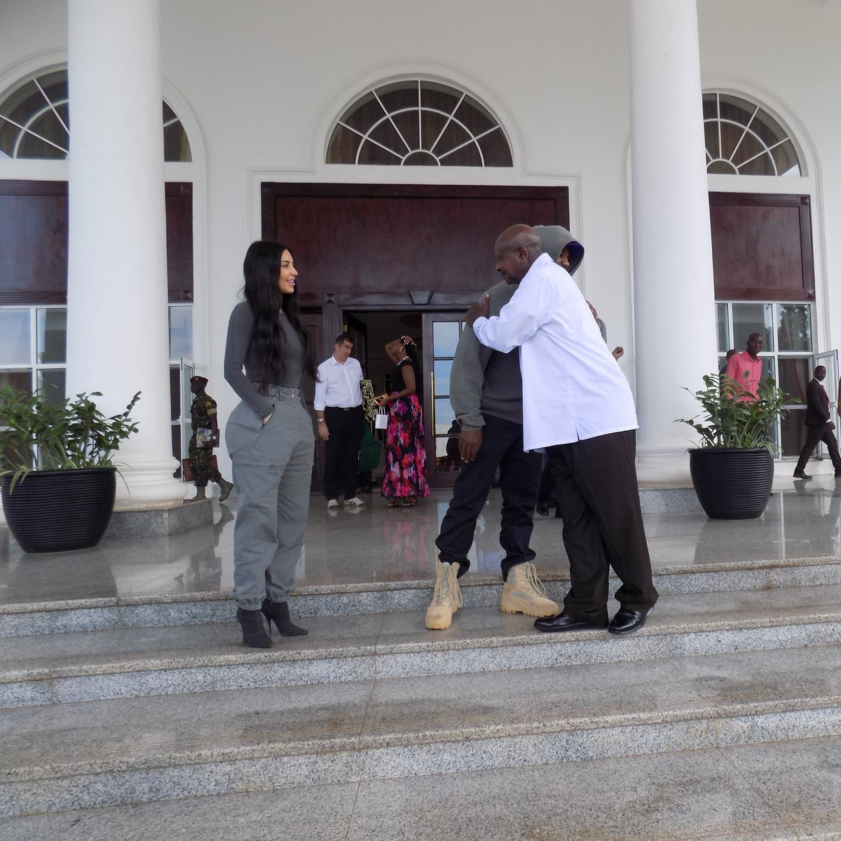 Respect! @KagutaMuseveni and @kanyewest hug at the end of their meeting. @KimKardashian smiles approvingly.<br>http://pic.twitter.com/FKoLlWSs4O