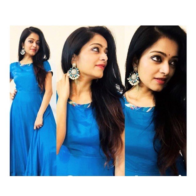 #BlueDress_Gorgeous @jan_iyer  I&#39;m your very biggggg fan from Pondicherry... I hope you seeing my tweets daily Hope you remember this @HemzyD Thanks for liking and replying my tweets before...  @Jan_iyer Unga autograph kedaikuma ? ....enga set eh athuku waiting! <br>http://pic.twitter.com/ZNIBG2eD7R