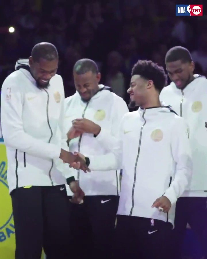 A night to remember in The Bay. ��  @warriors https://t.co/GaEjaQSqwC