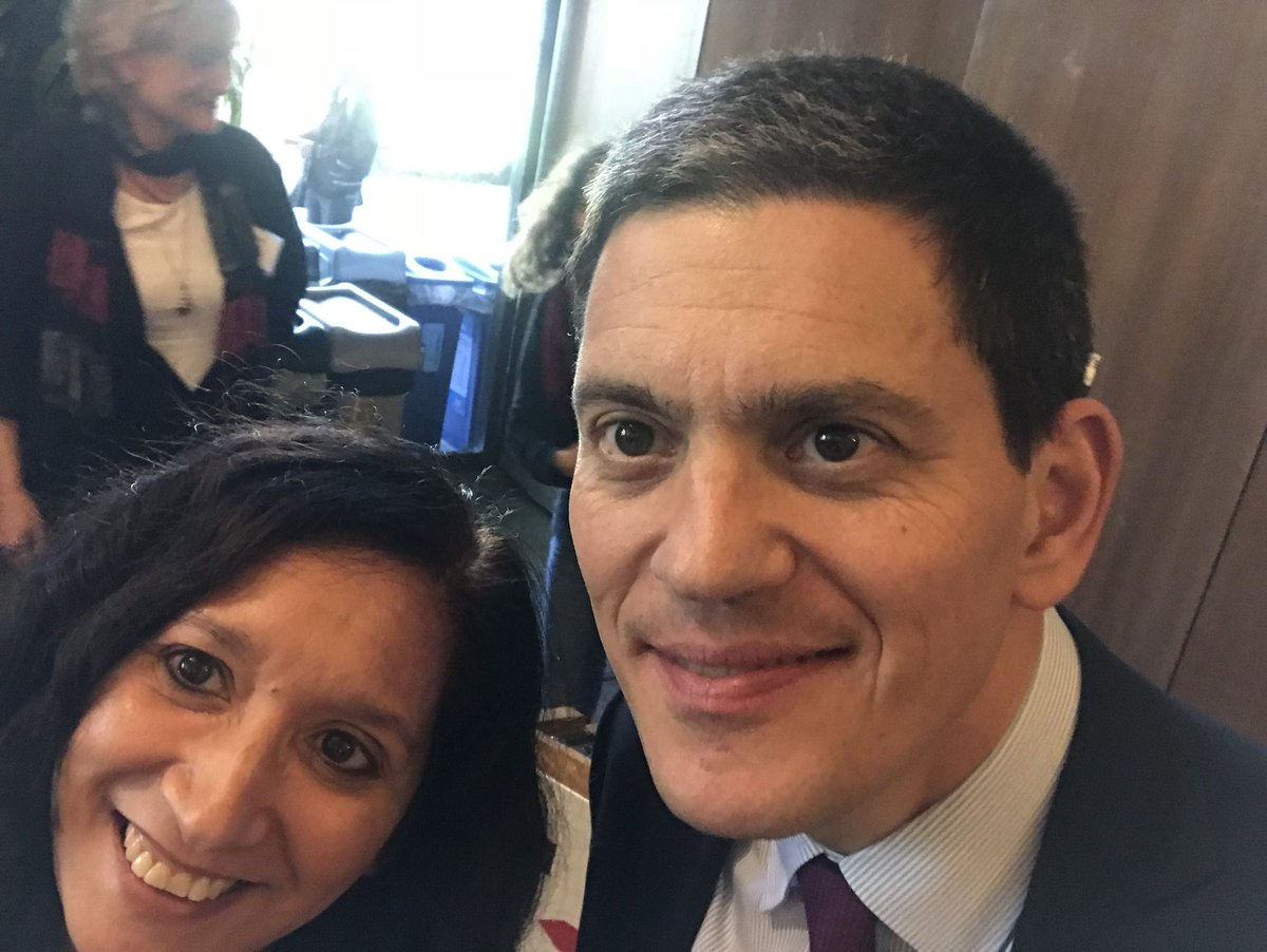 .@nancymancias delivered a petition to @theIRCs president & CEO @DMiliband, calling on them to rescind their humanitarian award to @blackrock CEO Larry Fink, who profits from war & weapons! buff.ly/2uK9jui