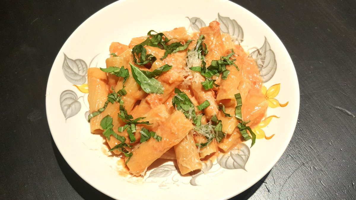 Vodka cream pasta, a winner in 15 minutes trib.al/myY71op #NationalPastaDay