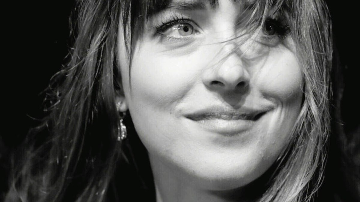 """Dakota will be in Denver on October 20th to attend the """"Be Beautiful Be Yourself"""" charity event carry out by the Global Down Syndrome Foundation. Her co-star in #ThePeanutButterFalcon Zack Gottsagen will be honored in the event.  #DakotaJohnson  https:// theknow.denverpost.com/2018/10/17/be- beautiful-down-syndrome-fundraiser-2018-celebs/198708/ &nbsp; … <br>http://pic.twitter.com/bRwYXRGkSX"""