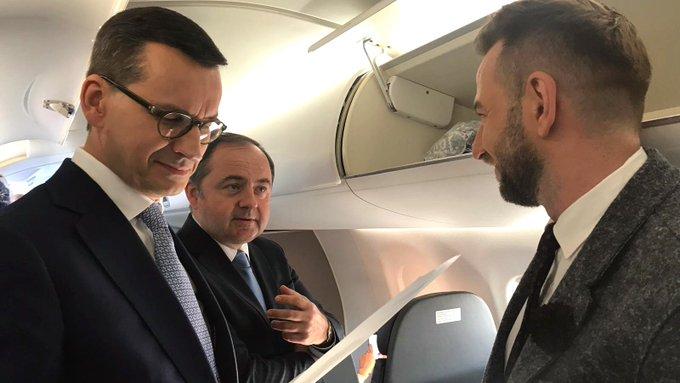Redaktor Mężyk w drodze na unijne negocjacje w sprawie Brexit. Obok szeregowi polscy urzędnicy 😉 Photo